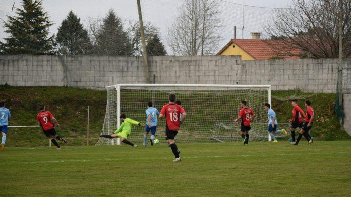 Triunfo del Tomiño, con lluvia de goles en el campo de O Alivio