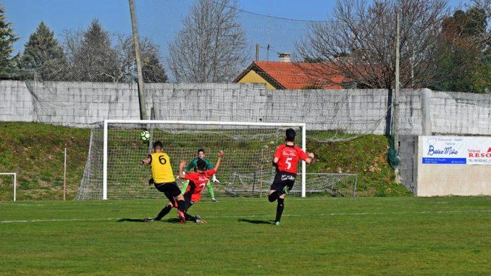 El Vilariño derrota al Tomiño por la mínima en el campo de O Alivio