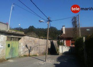 Un poste de la luz pone en peligro a los vecinos de Vilariño
