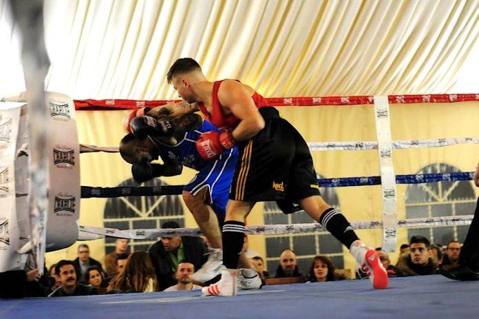 Gran velada de boxeo en el pabellón municipal de Baiona