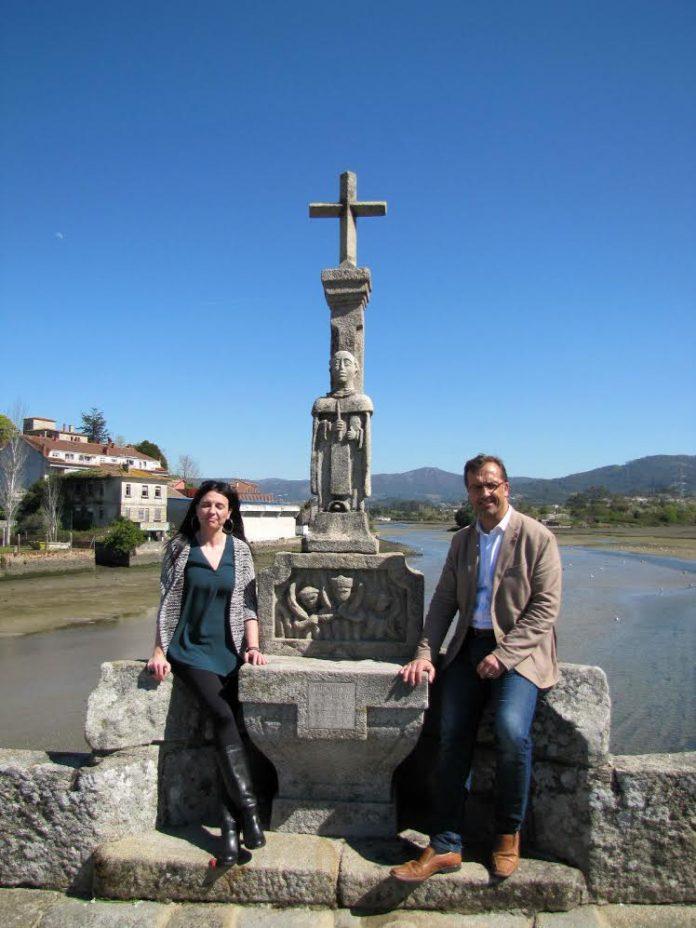 El Cruceiro de San Telmo ya luce de nuevo sobre el puente romano de A Ramallosa