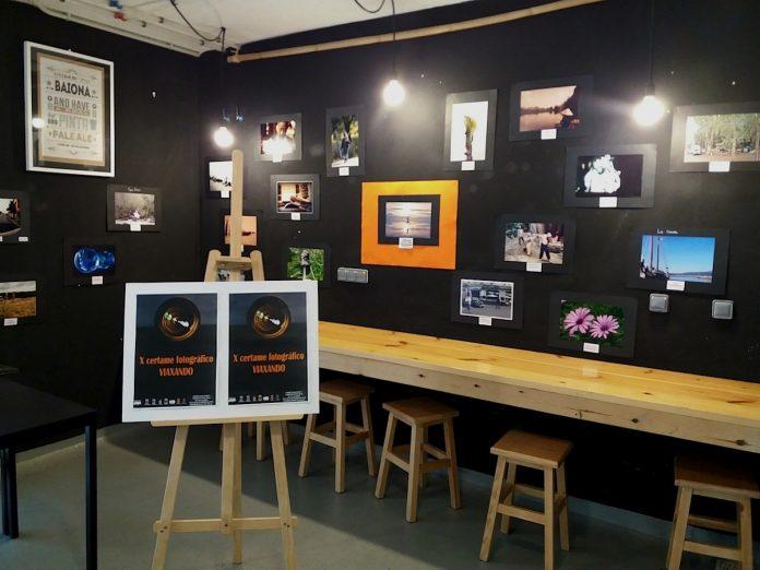 """Exposición del X certamen de fotografía """"Viaxando"""" en la plaza de abastos de Baiona"""