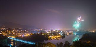 Los fuegos artificiales iluminaron Tui por las fiestas de San Telmo
