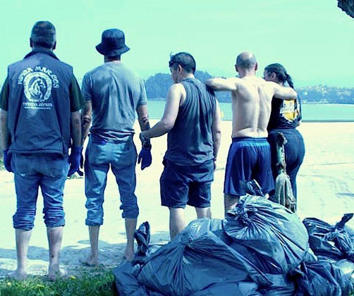 Pacientes del centro Alborada limpiaron la playa Ladeira