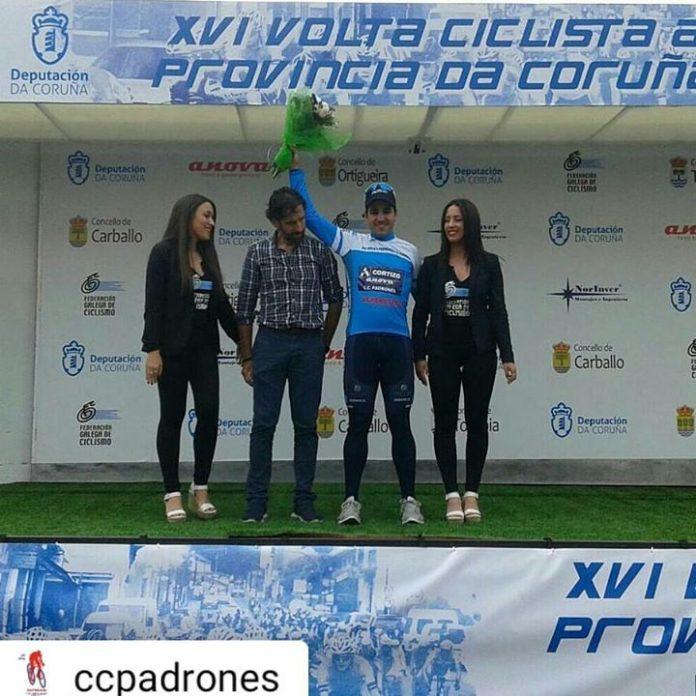 Aser Estévez, a pesar de una caída, termina séptimo en la última etapa de la 'Volta Ciclista á Provincia da Coruña'