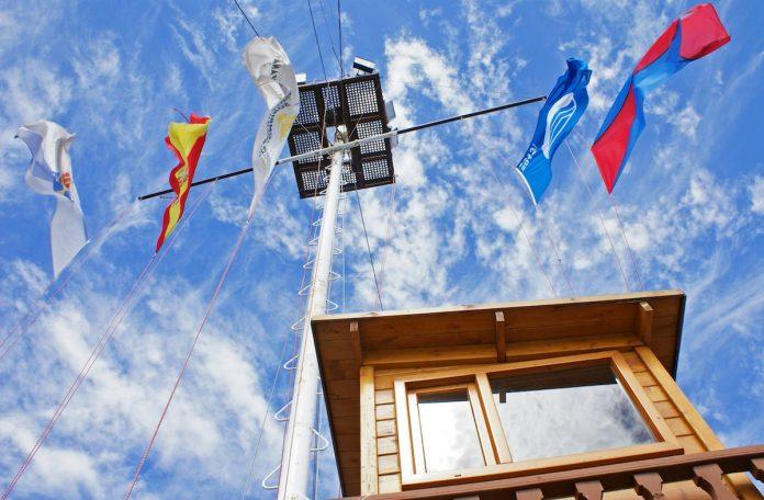 La bandera azul ondeará en el Monte Real Club de Yates de Baiona