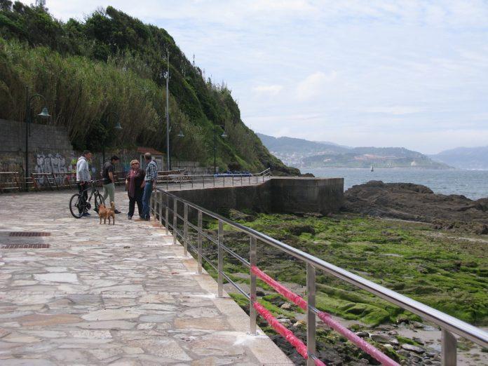 Nigrán sustituye la barandilla de la playa A Madorra por oxidación
