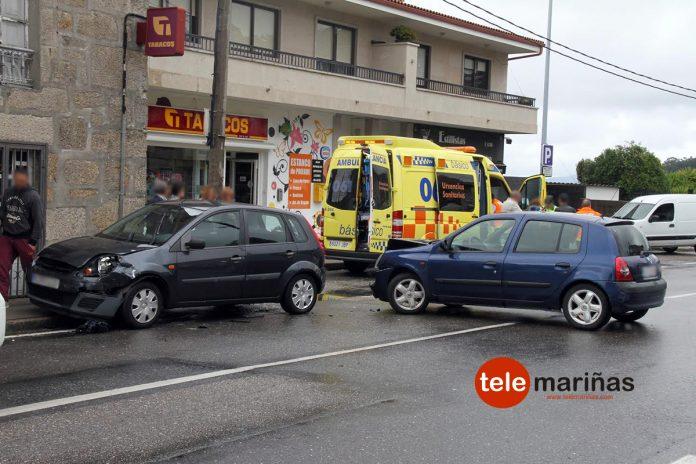 Dos heridos en una colisión entre dos coches en Nigrán