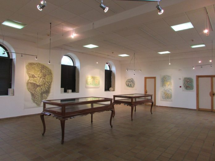 "El centro cultural de A Guarda acoge le exposición ""Gravados nas beiras"""