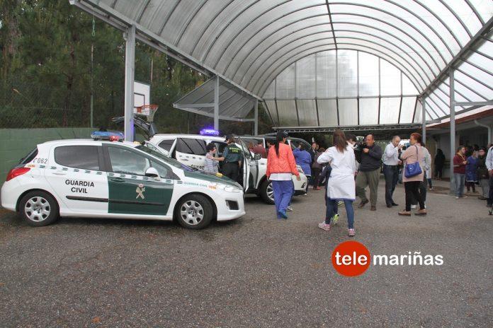 La Guardia Civil muestra su trabajo diario a los usuarios del Centro Juan María de Nigrán