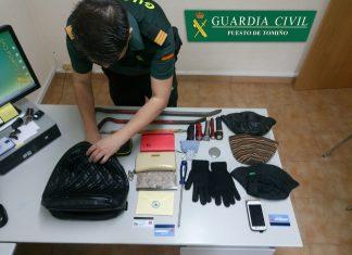 La Guardia Civil detiene en Tomiño a un hombre por el hurto de un bolso en el interior de un vehículo