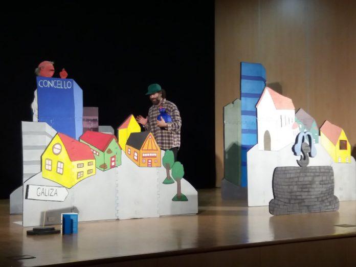 Una obra de teatro enseña a los alumnos de O Rosal los efectos del acoso escolar