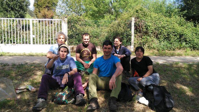 Tomiño contrata a cuatro personas desempleadas para la eliminación de plantas invasoras en el río Miño