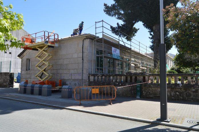El Concello de Tomiño restaura el tejado del centro escolar Mestre Manuel Garcés