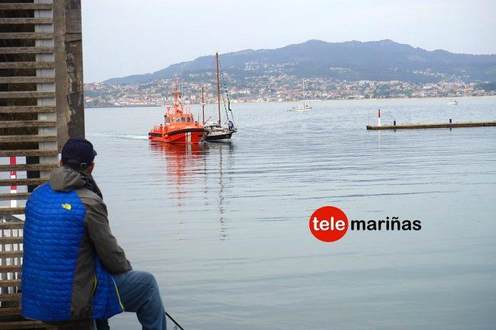Salvamento Marítimo remolca a Baiona un velero que quedó a la deriva en A Guarda