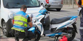 Un motorista herido al chocar su ciclomotor con un coche en Tomiño
