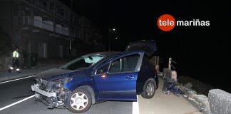 Ilesos al empotrarse contra un muro de piedra en Baiona