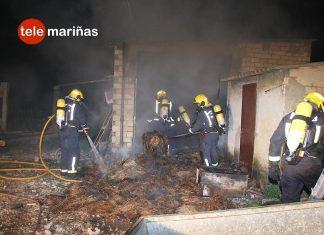 Un incendio arrasa un galpón con 300 alpacas de paja en O Rosal