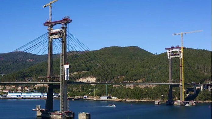 Muere un operario al caer en las obras de ampliación del puente de Rande