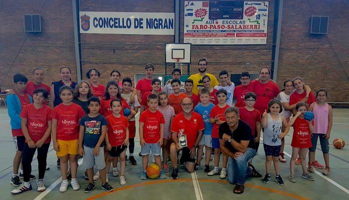 El preparador físico de Pau Gasol enseña a los niños del campus del CB Nigrán