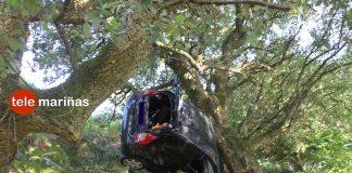 Rescatan a un conductor que cayó por un terraplén en As Pozas de Mougás