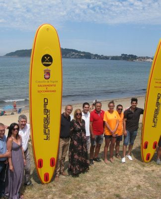 Dos nuevas tablas hinchables de rescate acuático para las playas de Nigrán