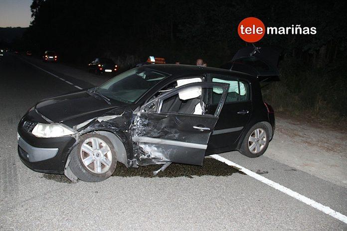 Tres heridos en un choque entre dos turismos en la recta de Tebra