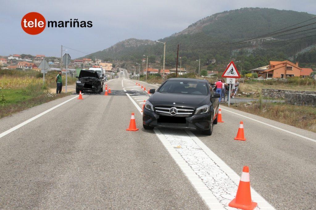 Aparatoso accidente de tráfico en Mougás sin heridos