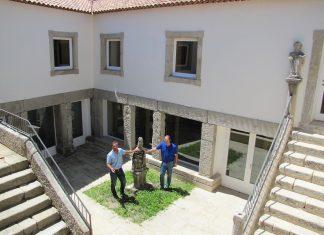 Baiona crea el Patio de los Peregrinos en las nuevas instalaciones de la biblioteca municipal
