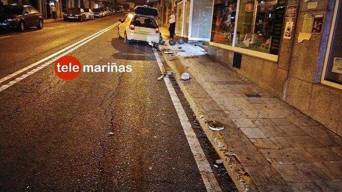 Otro vehículo se lleva 10 bolardos en A Ramallosa