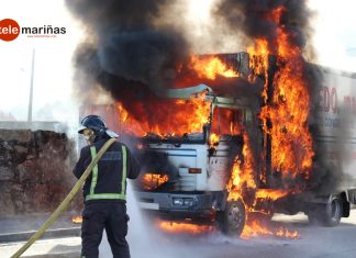Arde un camión de congelados mientras circulaba por Baiona