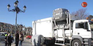 El camión basura de carga lateral ya está en Baiona