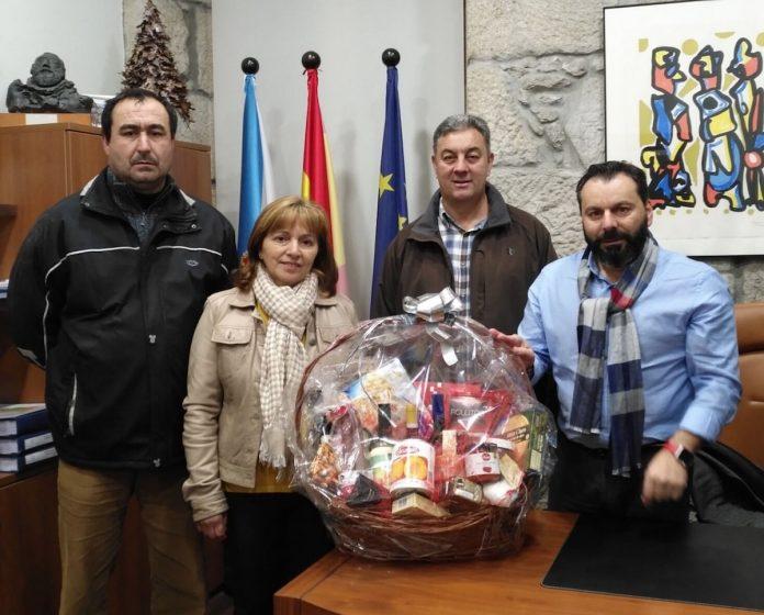 OVALMI y el Concello de Gondomar entregan una cesta de Navidad