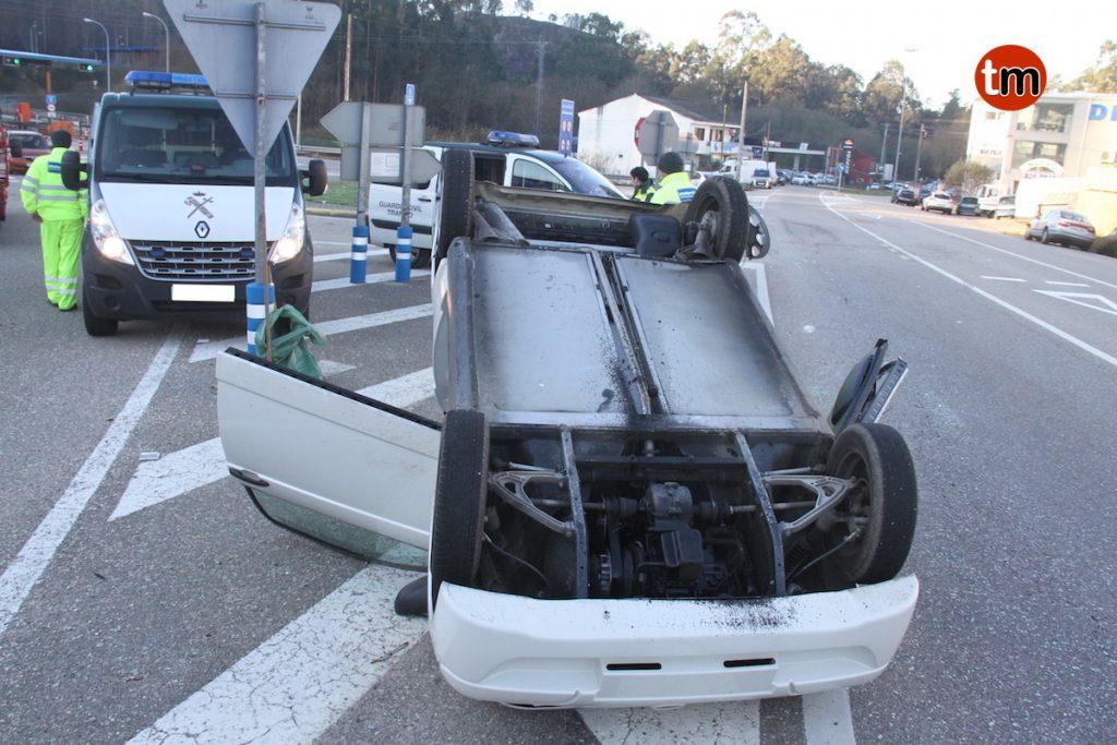 Dos heridos, uno de ellos un menor, en una colisión entre dos vehículos en Vincios