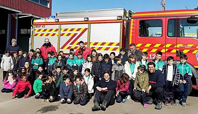 Alumnos del colegio As Carmelitas de A Guarda visitan el parque de Bomberos de O Baixo Miño