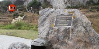 Roban en Baiona la escultura de bronce dedicada al trial