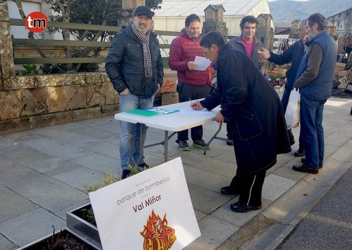 Una iniciativa popular recoge firmas para un parque de bomberos en O Val Miñor