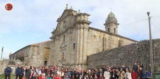 150 peregrinos portugueses llegan a Oia para recorrer el Camino de Santiago de la Costa