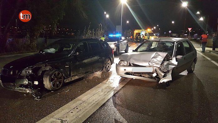 Dos heridos al colisionar frontalmente dos vehículos en Sabarís