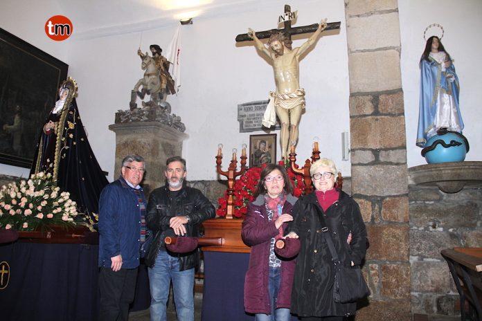 La Hermandad de la Santa Casa de Paz y Misericordia prepara con devoción la procesión de los Pasos