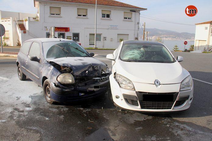 Herida una joven de Nigrán en un accidente de tráfico en la rotonda de Panxón