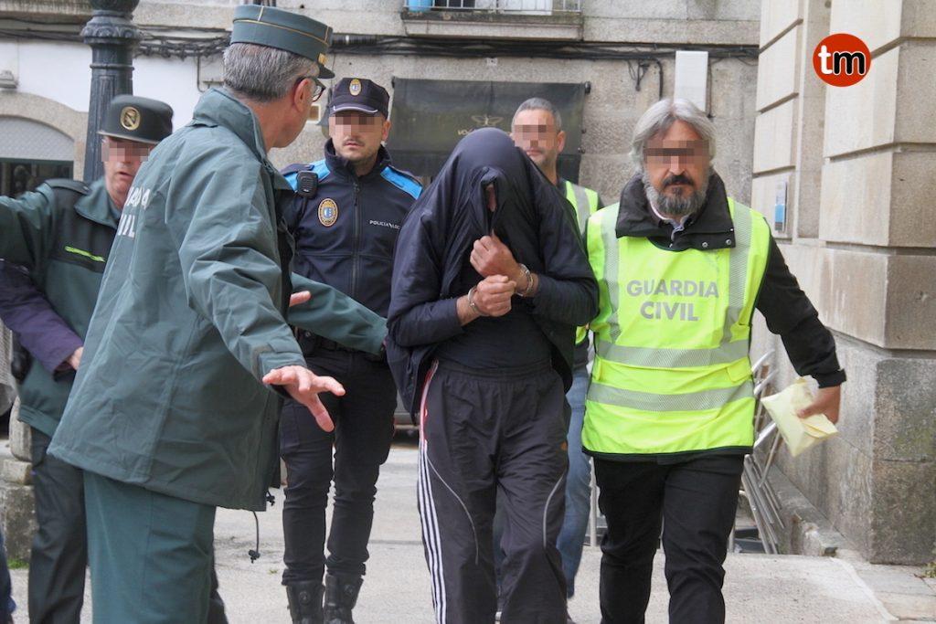 Intentan agredir al dueño de la pirotecnia a la entrada de los juzgados en Tui