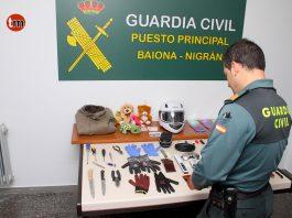 Detienen en Baiona al presunto autor de una treintena de robos en vehículos estacionados en garajes