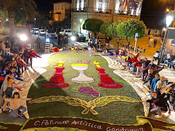 El CPA Gondomar confecciona una alfombra floral para el Corpus