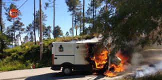 Una furgoneta se incendia en la subida del Monte Aloia de Tui
