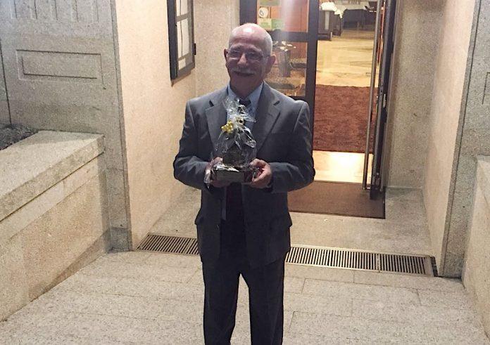 Los árbitros gallegos homenajean al delegado del UD Ribera de Fútbol, José Antonio Juan Bento