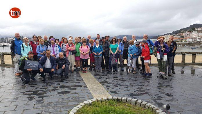 Un grupo de peregrinos irlandeses inician en Baiona el Camino Portugués de la Costa
