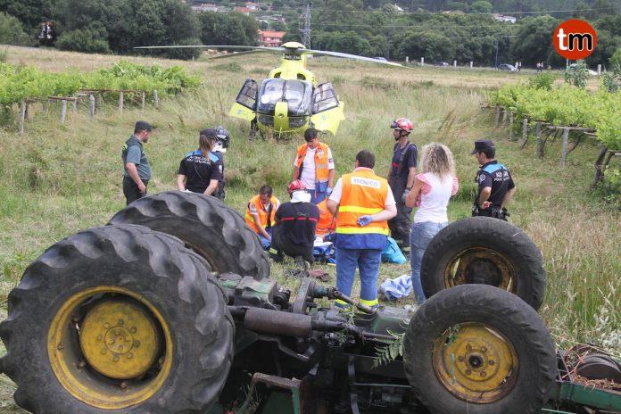 Herido un vecino de Gondomar al quedar atrapado bajo el tractor que manejaba