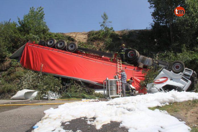 Herido un camionero tras caer con su vehículo por un terraplén desde la autovía A-55 en Tui