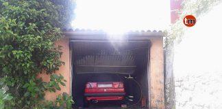 Un incendio calcina un coche y parte de un galpón en Donas